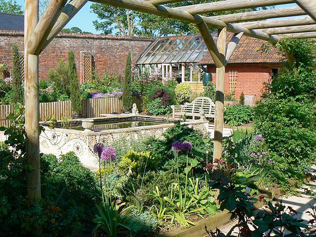 The Courtyard Garden - River Barn Garden Malmesbury